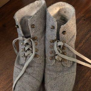Toms fleece lined sneakers